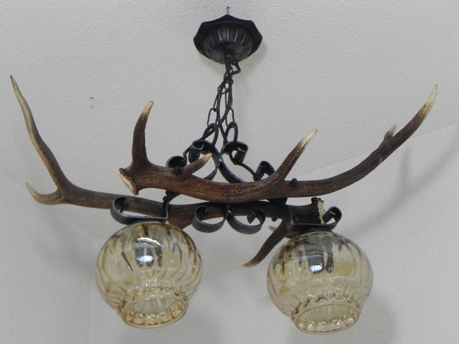 geweihlampe 2 flammig mit schmiedeeisen deckenlampe. Black Bedroom Furniture Sets. Home Design Ideas