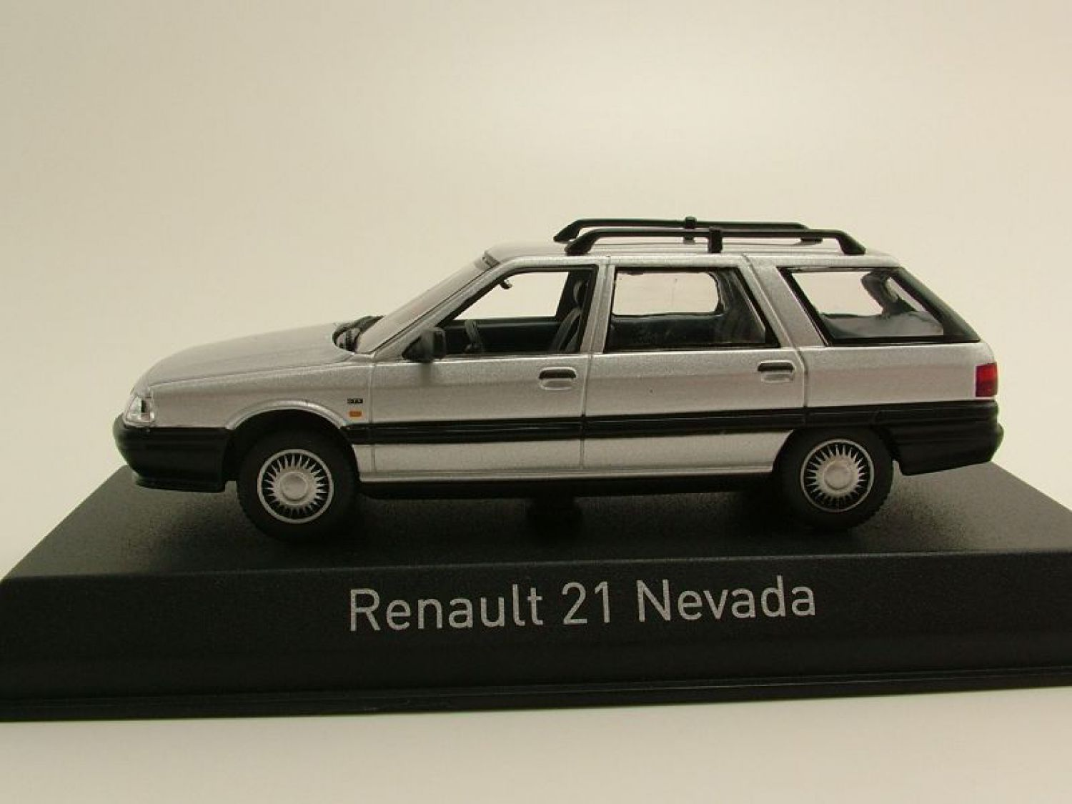 renault 21 nevada kombi 1986 silber modellauto 1 43 norev ebay. Black Bedroom Furniture Sets. Home Design Ideas