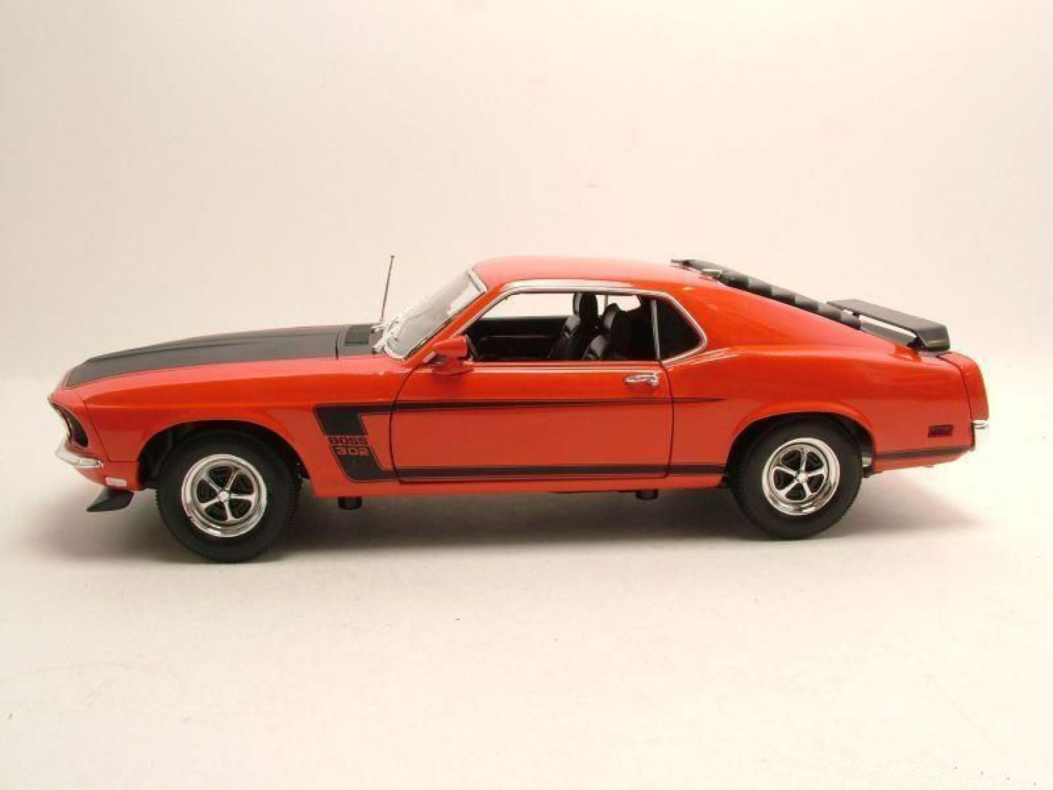 ford mustang boss 302 1969 rot modellauto 1 18 welly ebay. Black Bedroom Furniture Sets. Home Design Ideas