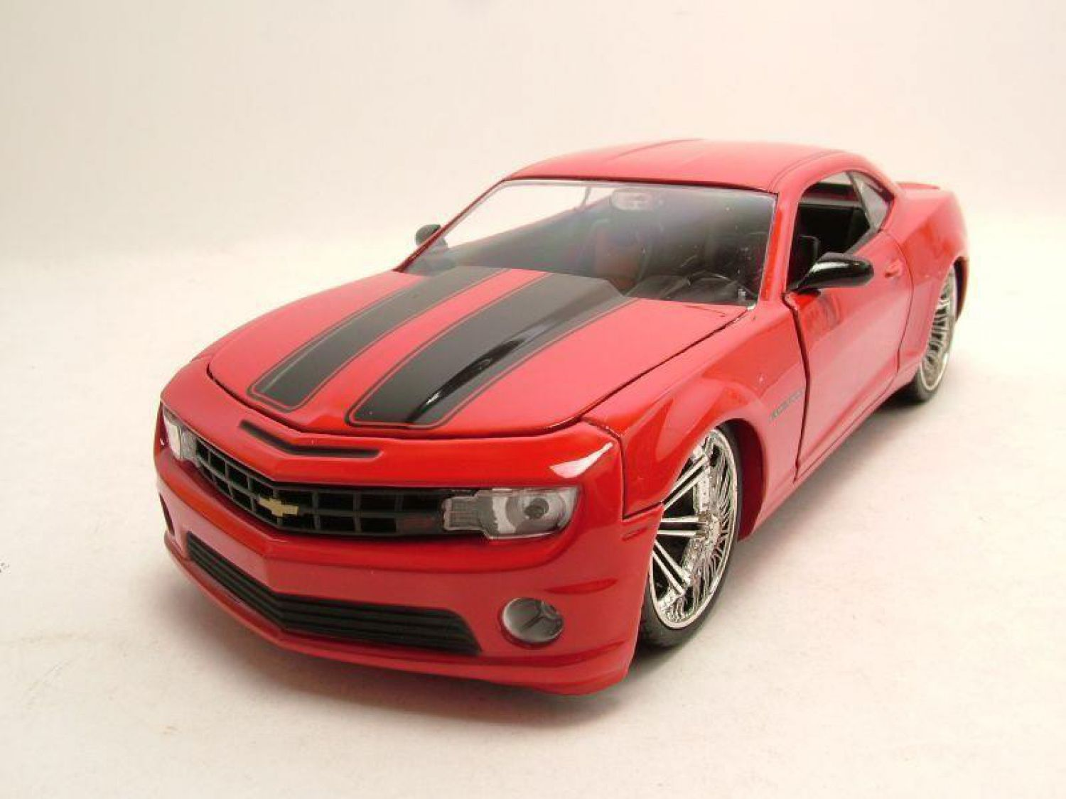 chevrolet camaro ss 2010 rouge noir mod le de voiture 1 24 jada toys ebay. Black Bedroom Furniture Sets. Home Design Ideas