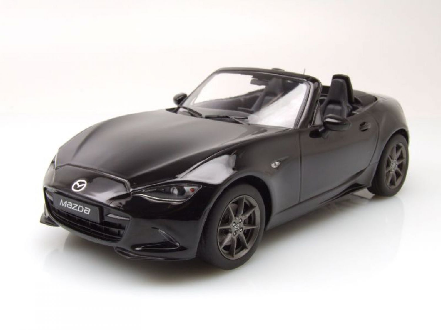 mazda mx 5 cabrio 2015 schwarz modellauto 1 18 triple9 ebay. Black Bedroom Furniture Sets. Home Design Ideas