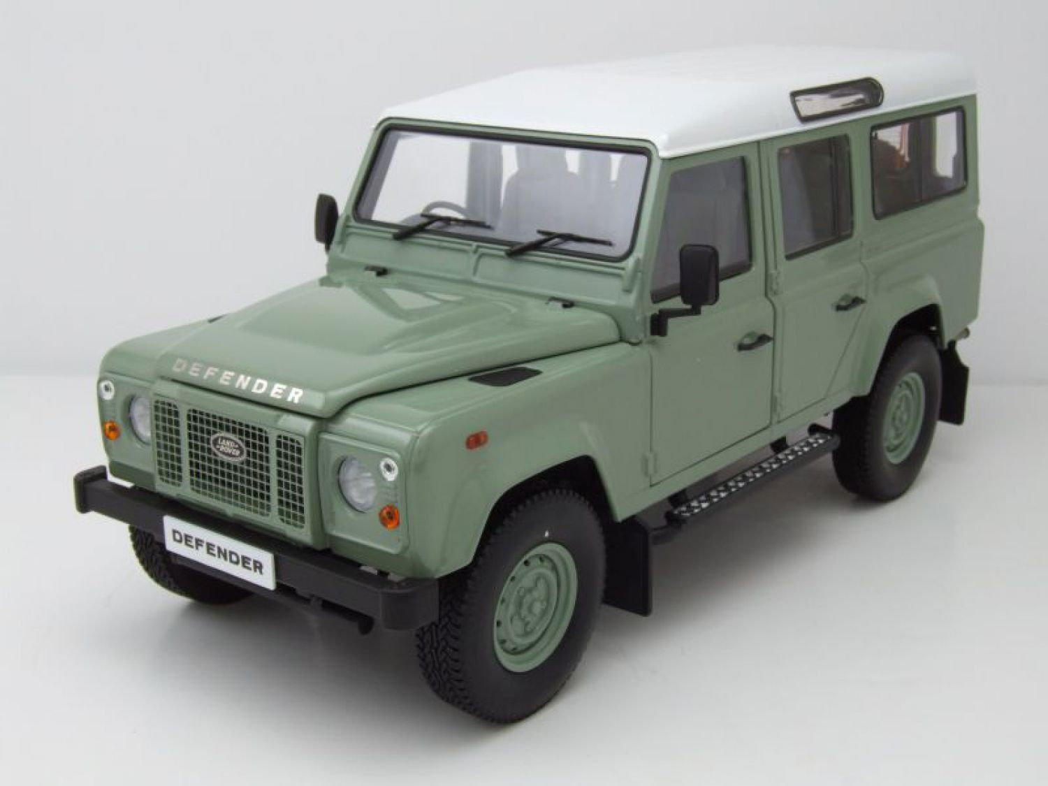 land rover defender 110 rhd gr n wei modellauto 1 18 dorlop ebay. Black Bedroom Furniture Sets. Home Design Ideas
