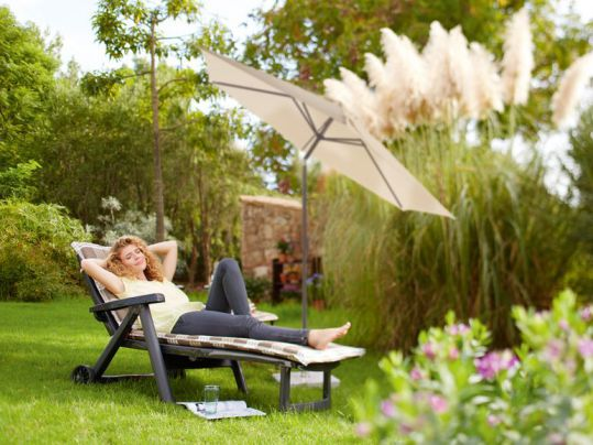 rolliege klappbar relax liege gartenliege sonnenliege mit rollen und klappbar ebay. Black Bedroom Furniture Sets. Home Design Ideas