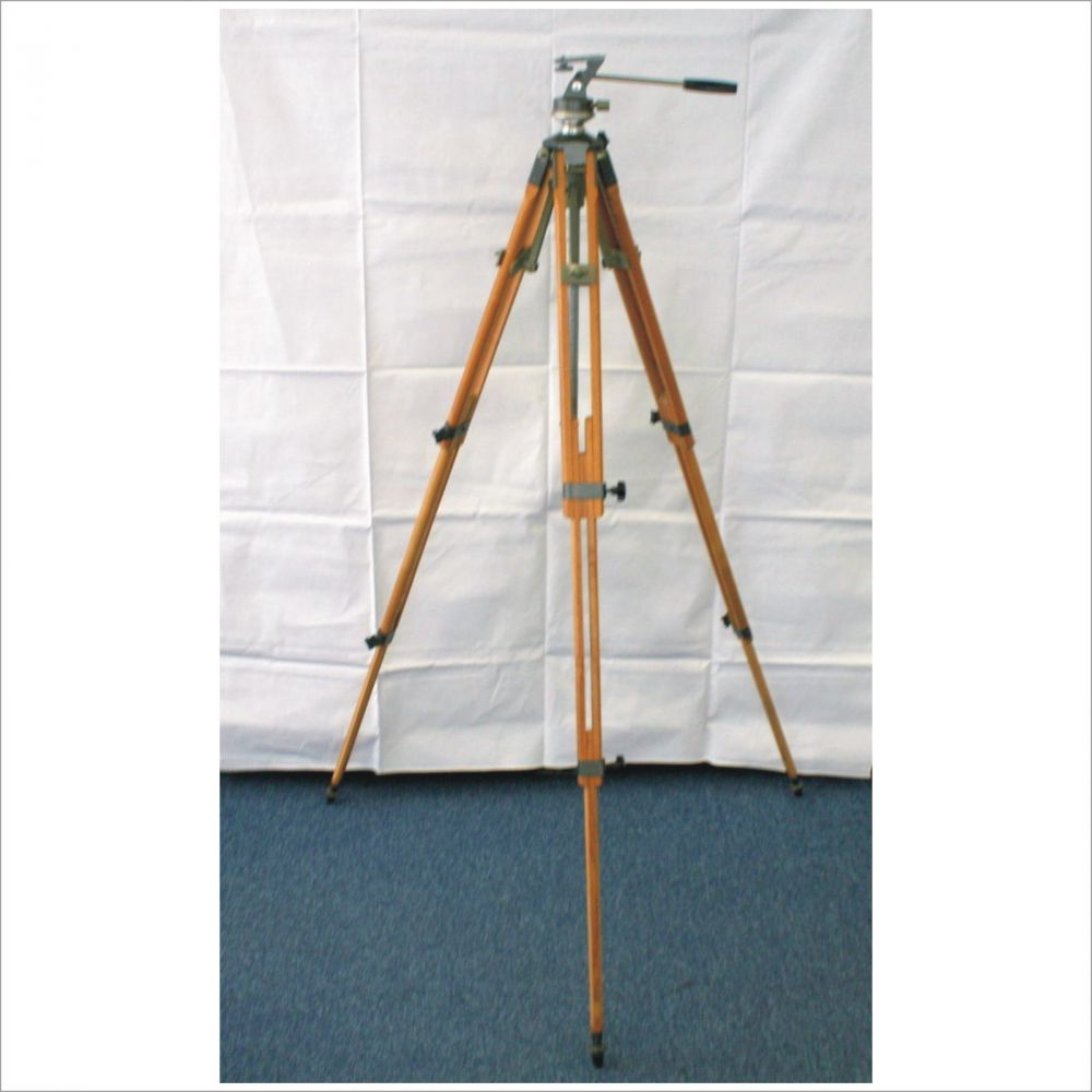 altes holzstativ stativ stehlampe tripod vintage dreibein nivellier scheinwerfer ebay. Black Bedroom Furniture Sets. Home Design Ideas